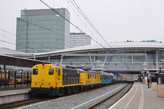 SHD 2205 met gezelschapstrein, Utrecht Centraal, 24-03-2016 (Michael Postma) Tags: panorama station restaurant utrecht rail 2205 umr 2200 cto shd nsto meetrijtuig doorstroom railpromo dssu