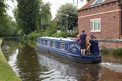 Nb April Fool leaving Worksop (Roger Bunting) Tags: narrowboat worksop aprilfool chesterfieldcanal