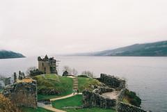 (Carla Andrea Tamara Tonesi) Tags: road trip castle film fog analog 35mm lago scotland nikon escocia loch f80 inverness ness