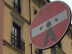 sign (Hayashina) Tags: italy milan sign guillotine