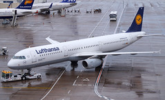 Lufthansa A321-231 D-AIDH. 20/06/16. (Cameron Gaines) Tags: from road blue england man bird its yellow cn plane germany munich manchester concrete was 22 1 stand back wings ramp europe colours lift cheshire frankfurt being aircraft tail hamburg flight may eu first it terminal aeroplane lancashire apron airbus greater lh tug 11th pushed muc lufthansa named 20th fra hildesheim daid tracter a321 flew prior egcc 2011 delivered airside daidh 4710 avgeek swissport hamburgfinkenwerder a321231 a321200 lufty manegcc davzd aviationlovers pushack
