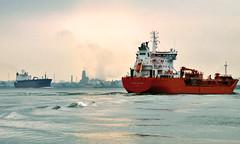 Rencontre de 2 Tankers sur le St-Laurent (Nicober!!!) Tags: canada river ship quebec baltic stlawrence sten stlaurent meet espada tankers rencontre fleuve desgagnes petroliers