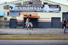 Paso Redoblado (Lex Arias / LeoAr Photography) Tags: 2016 barquisimeto calle callejera everybodystreet gente iglexariasphotos leoarphotography lexarias nikon nikond3100 people street streetphotography streetphotovenezuela streetphotographyvzla venezuela