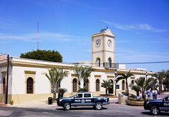 photo - City Hall, San Jose del Cabo (Jassy-50) Tags: building tower clock mexico photo downtown arch cityhall police palm clocktower vehicle bajacalifornia baja loscabos sanjosedelcabo hccity