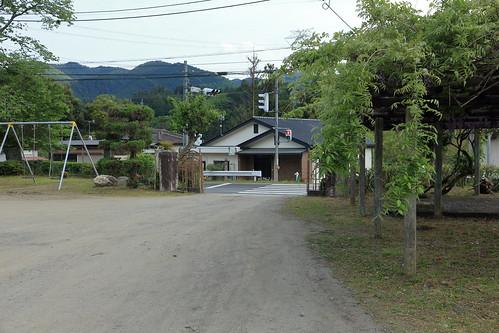 旧上岡小学校 校門 (内側)