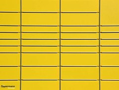 Post it #post #packstation #yellow #gelb #mini #minimal #minimalism #learnminimalism #city #citylife #ordinary #usual #things #picoftheday #photooftheday #simple #lines #instagood