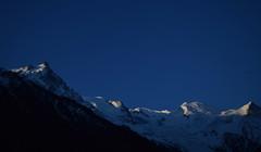 Un nouveau jour arrive A new day is born Chamonix Mont Blanc (CHAM BT) Tags: world blue sun mountain snow france montagne dawn soleil bleu summit neige rise monde chamonix montblanc lever massif aube sommet