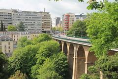 Passerelle (Alte Brcke), verbindet das Bahnhofsviertel mit dem Stadtzentrum (p_jp55 (Jean-Paul)) Tags: bridge pont luxembourg brcke luxemburg saarlorlux stadtluxemburg passerelle viadukt altebrcke ltzebuerg cityofluxembourg villedeluxembourg stadltzebuerg albrck erbaut18591861