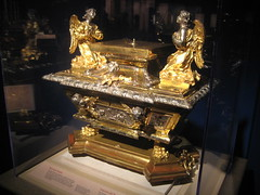 BAROQUE STAND. (goldiesguy) Tags: old vatican statue museum artwork statues ronaldreaganlibrary vaticansplendors goldiesguy