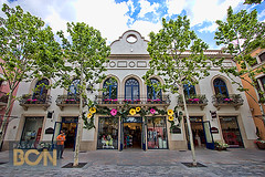 La Roca Village, Barcelona (Tony Gálvez) Tags: barcelona larocavillage centroscomerciales compras passaporte bcn la roca village outlet shopping