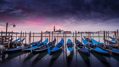 Chiesa di San Giorgio Maggiore (Frederic Huber | Photography) Tags: morning italien venice light sunset red sky italy rot sunrise canon landscape dawn florence san europe long exposure italia cityscape purple himmel chiesa le di gondola siena usm maggiore polarizer landschaft venezia sr venedig 70200 giorgio dreamscape 1124 italiy 1635 2470 gondeln leefilters frederichuber canon5dsr frederichubercom