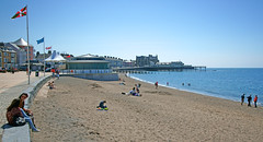 Sun, sea, sand and Aberystwyth. (Minoltakid) Tags: sea summer people wales fun town seaside sand day westwales relaxing aberystwyth aber seasidetown pleasurepier welshseaside rossevans minoltakid theminoltakid theroyalpier rossdevans