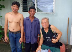 sunday morning drinkers (the foreign photographer - ) Tags: men thailand three bottle bangkok sony lard bang drinkers bua khlong bangkhen rx100 phrao craddling dscjun262016sony