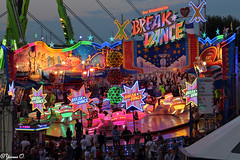 Funfair - Break Dance (Yvonne Oelsner) Tags: kirmes funfair foire feria carnival breakdance hussrides led light color colour dsseldorf illumination canoneos6d neon schausteller bruch