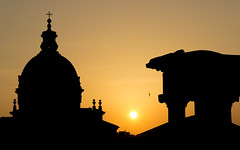 Morning silhouette (Plu80) Tags: roma fori romani roman silhouette sunrise color orange church bird sun canon 600d