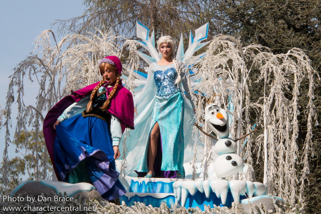 Frozen Pre Parade At Disney Character Central