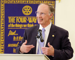 05-06-15 Governor Bentley speaks to the Auburn Rotary Club