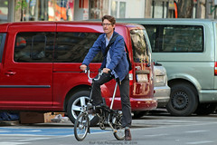 Everyday People in Brussel (Rick & Bart) Tags: city people urban man male guy bicycle canon belgique belgie candid strangers streetphotography bruxelles brussel muntplein foldingbike placedelamonnaie everydaypeople vouwfiets rickbart rickvink eos70d