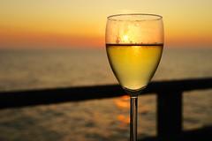 Strand von Zingst  Objektiv: Sony FE 50mm 1.8 (franz-wegener.de) Tags: sonnenuntergang zingst seebrcke weinglas weiswein sonya7 sonyfe50mmf18