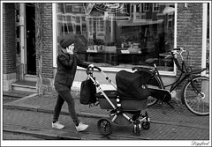 Multitasken. (Digifred. Thx for > 4 000 000 views.) Tags: street city blackandwhite holland netherlands amsterdam blackwhite iamsterdam nederland streetphotography canals grachten straat 2016 multitasken digifred pentaxk3