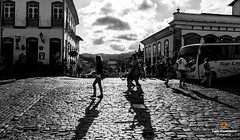 shadows (Luiz Contreira) Tags: street sunset brazil people bw sun minasgerais southamerica brasil canon blackwhite pessoas shadows streetphotography pb rua dslr pretoebranco oldcity ouropreto estradareal amricadosul fotografiaderua fotgrafosbrasileiros canon6d
