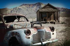 img1447 R (C&C52) Tags: landscape voiture paysage désert épave artnumérique maisonabandonnée
