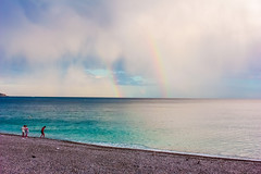 Finie la pluie (KDR Pictures) Tags: sea cloud mer france canon eos nice rainbow ctedazur bleu nuage plage arcenciel mditerrane frenchriviera galet 60d