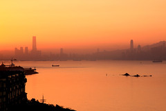 gorgeous sunrise over Victoria Harbour and Hong Kong (Jaws300) Tags: hong kong china sar victoria harbour harbor icc ifc sunrise spring sun rise rising risingsun hongkong vic vicharbour vicharbor victoriaharbour victoriaharbor nature highrise high building buildings highrisebuildings central kowloon tst morning ship ships boats boat vessel vessels island islands hkisland
