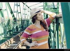 Vanessa - 1/6 (Pogdorica) Tags: verde tren puente retrato modelo sesion rivas vanesa campillo vias posado