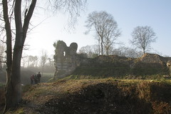 Chteau mdival de Montfort (tourismevalderisle) Tags: normandie groupe chteau visite balade ruines randonne vestiges mdival