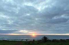 Baía Cook, Tahai. (ER's Eyes) Tags: baíacook tahai ahutahai moai moais ahu ahus ahukoteriku topete pukao ahuvaiuri platforms canoeberth rampadecanoa nationalparque ceremonialcenter harepaenga rampadebarcos poente sunset atracaderodecanoas costeiro litoral 3centrosceremoniales sacrário santuário ceremonialshrines santuárioscerimoniais tepitootehenva thenaveloftheworld thekainga theland aterra rapanui paascheneyland easterisland sancarlos whyhu vaihu terraaustralis 5deabrilde1722 eastersunday hangaroabay baíaampla umbigodomundo costaoeste mana aramoai tapu ariki arikimau moaitangata moaipa´apa´a tupa matangarahu reimiro canteiro ilhadepáscoa ilhadapolinésiaoriental oceanopacífico unesco ilhagrande tepitootehenúa