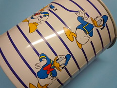 """That's Donald!"" 90s office tin Basket (My Sweet 80s) Tags: paperino donaldduck disney waltdisney cartoleriavintagedisney vintagestationary 80 anni80 cestinoscrivania barattololatta officebasket thatsdonald basket cestino scrivania brabantia madeinholland tinbasket cestinolatta tinbox tincase scatolalatta scatola scatolina barattolo portapenne pencilholder"