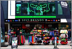 sylt green phosphor (thomaskrumm) Tags: street shopping starwars neon alien shops mode sylt brand stile brb neonlight tkrumm