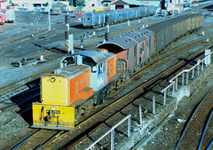 DSC 2095 15/05/1984 Auckland, NZ (DX 5517) Tags: newzealand bobo auckland switcher shunter 2095 shunting bth dsc2095 nzr britishthomsonhouston dscclass britishexportlocomotive