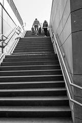 Treppe zum...-Stairway to...#02_B&W (Siggi-Dee) Tags: life street city urban bw white black monochrome photography graffiti blackwhite fuji candid streetphotography menschen fujifilm fujinon humans leben streets einfarbig schwarzweis mirrorless streetpoto xpro1 strasenfotografie 18mmf2 27mmf28 siggidee siegda