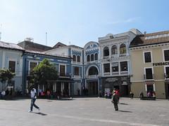 "Quito: el Plaza del Teatro Nacional <a style=""margin-left:10px; font-size:0.8em;"" href=""http://www.flickr.com/photos/127723101@N04/26834723813/"" target=""_blank"">@flickr</a>"