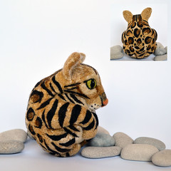 Brown Rosetted Bengal Cat (woolroommate) Tags: wool animal cat ball needlefelting collectable arttoy needlecraft petportrait bengalcat collectorsitem needlefelted