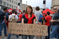 Ni faibles ni carencs. Ma voix pour la leurs: Vegan (Red Cathedral uses albums) Tags: brussels vegan sony streetphotography animalrights bruxelles vegetarian vegetarians alpha gaia brussel veganism carnivore animaltesting herbivore meatismurder | redcathedral omnivore a850 eventcoverage sonyalpha meatconsumption biteback aztektv veganisme marchepourlafermeturedesabattoirs marsvoordesluitingvanslachthuizen