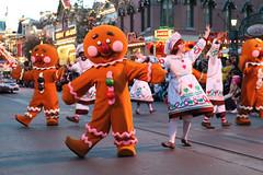 Gingerbread Men (Sam Howzit) Tags: gingerbreadmen disneylandresort disneylandpark christmasfantasy recipeforgingerbreadtreats