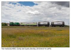 Abandonando el ramal (japg) Tags: tractor tren puerto sevilla cordoba alfonsoxiii 310 006 contenedor mde guadaira cisterna riego 2015 ramal larinconada cisternas herbicida lasalud ptamo 310006