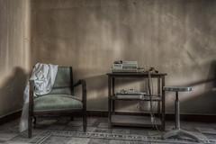 L'importanza di un battito.... (Giovanni Cedronella) Tags: light abandoned studio shadows ombra forgotten luce stanza urbex poltrona