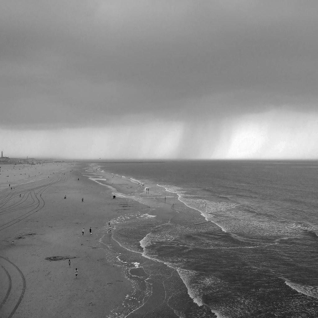 rain approaches #scheveningen