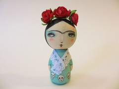 frida custom kokeshi wood peg doll (amber leilani) Tags: kokeshi woodpegdoll