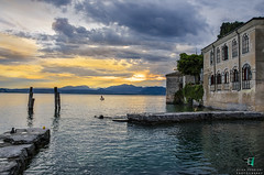 Tramonto - Punta S. Vigilio Garda (Elisa.95) Tags: wood sunset sky lake water yellow clouds garda tramonto palace explore pontile