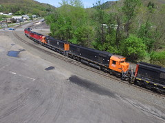 WNYP job OL-2 has cut away from its train to set off C430 #431 to assist in switching sand cars in Emporium, PA. (u18b404) Tags: emporium c430 wnyp m636