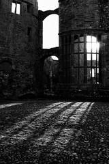 ♜♜♜  Castell Rhaglan (ii) ♜♜♜ (Rhisiart Hincks) Tags: blackandwhite bw castle blancoynegro monochrome wales architecture blackwhite ruins cymru ruin gales raglan wallis pretoebranco biancoenero blancinegre castell galles monmouthshire adfeilion blancetnoir caisteal 白黒 pensaernïaeth kastell duagwyn adfail arkitektura kembre zwartenwit gallas dismantroù walia anbhreatainbheag tisavouriezh svartoghvit gaztelu kimrio uels zuribeltz feketefehér kembra nigrakajblanka czarnobiały gwennhadu brancoenegro เวลส์ rhaglan svartochvitt hondakin 웨일즈 valbretland hondakinak mynwy tobhta unlliw juodairbalta schwarzundweis černobílý dismantr велс μαύροκαιάσπρο ailtireachd pennserneth unliv a'chuimrigh dubhagusgeal adeiladouriezh
