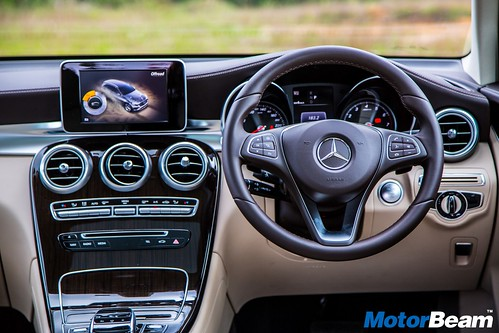 2016-Mercedes-Benz-GLC-18