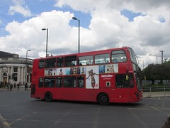 Metroline VW1374 LK62DNU North End Rd, Golders Green (1280x960) (dearingbuspix) Tags: tfl transportforlondon metroline 1374 comfortdelgro vw1374 lk62dnu