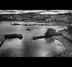 Coastline Village (EddyB) Tags: sea blackandwhite bw seascape blancoynegro marina xt mar europa europe fuji catalonia catalunya fujinon cataluña calelladepalafrugell eddyb pueblocostero coastlinevillage xf1855f284mm
