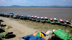 Irrawaddy river, Bagan, Myanmar (Harri Suvisalmi) Tags: river burma myanmar bagan irrawaddy ayeyarwaddy